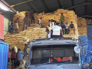 Rice being delivered to warehouse in India Photo Credit: David Stanley via Wikimedia Commons