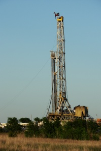 """Barnett Shale Drilling-9323"" by Loadmaster (David R. Tribble) - Own work. Licensed under CC BY-SA 3.0 via Wikimedia Commons - https://commons.wikimedia.org/wiki/File:BarnettShaleDrilling-9323.jpg#/media/File:BarnettShaleDrilling-9323.jpg"