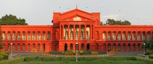 """High Court of Karnataka, Bangalore MMK"" by Muhammad Mahdi Karim (www.micro2macro.net)Facebook Youtube/ Augustus Binu - Own work. Licensed under GFDL 1.2 via Wikimedia Commons"